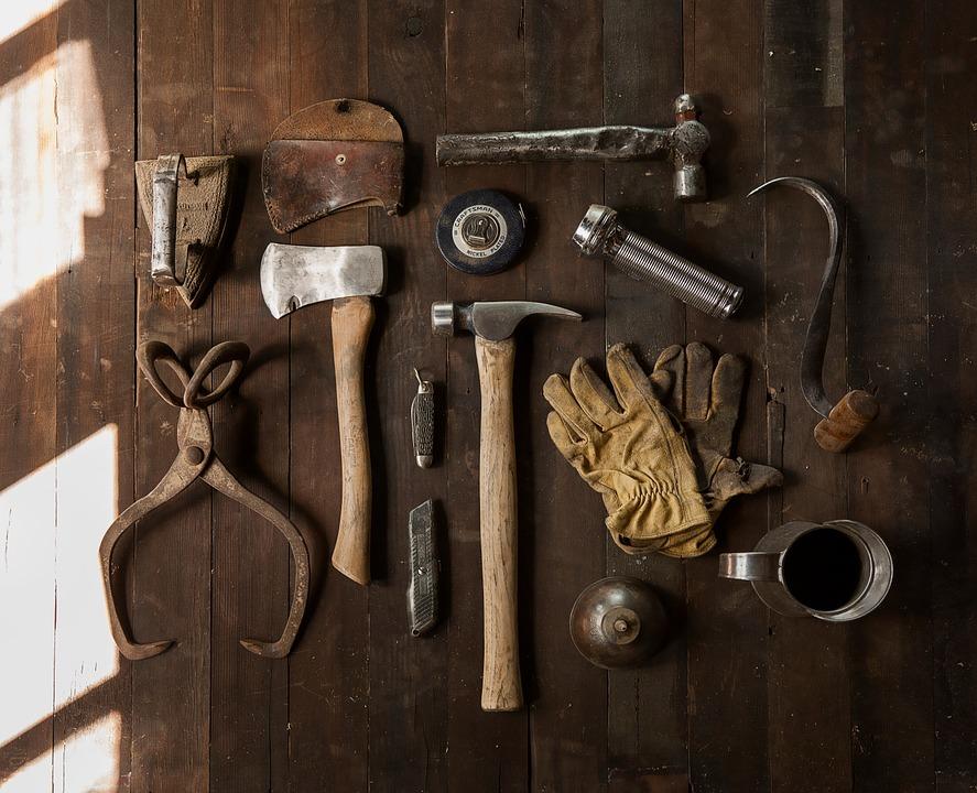 construction-work-carpenter-tools-sm